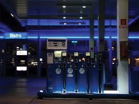 7 Minutes on Petrol Stations - Still